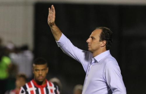 Ceni exalta Denis e fala em não treinar mais bola aérea no São Paulo