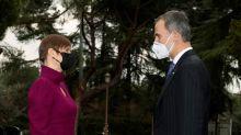 El rey y Sánchez reciben a la presidenta estonia por 100 años de relaciones