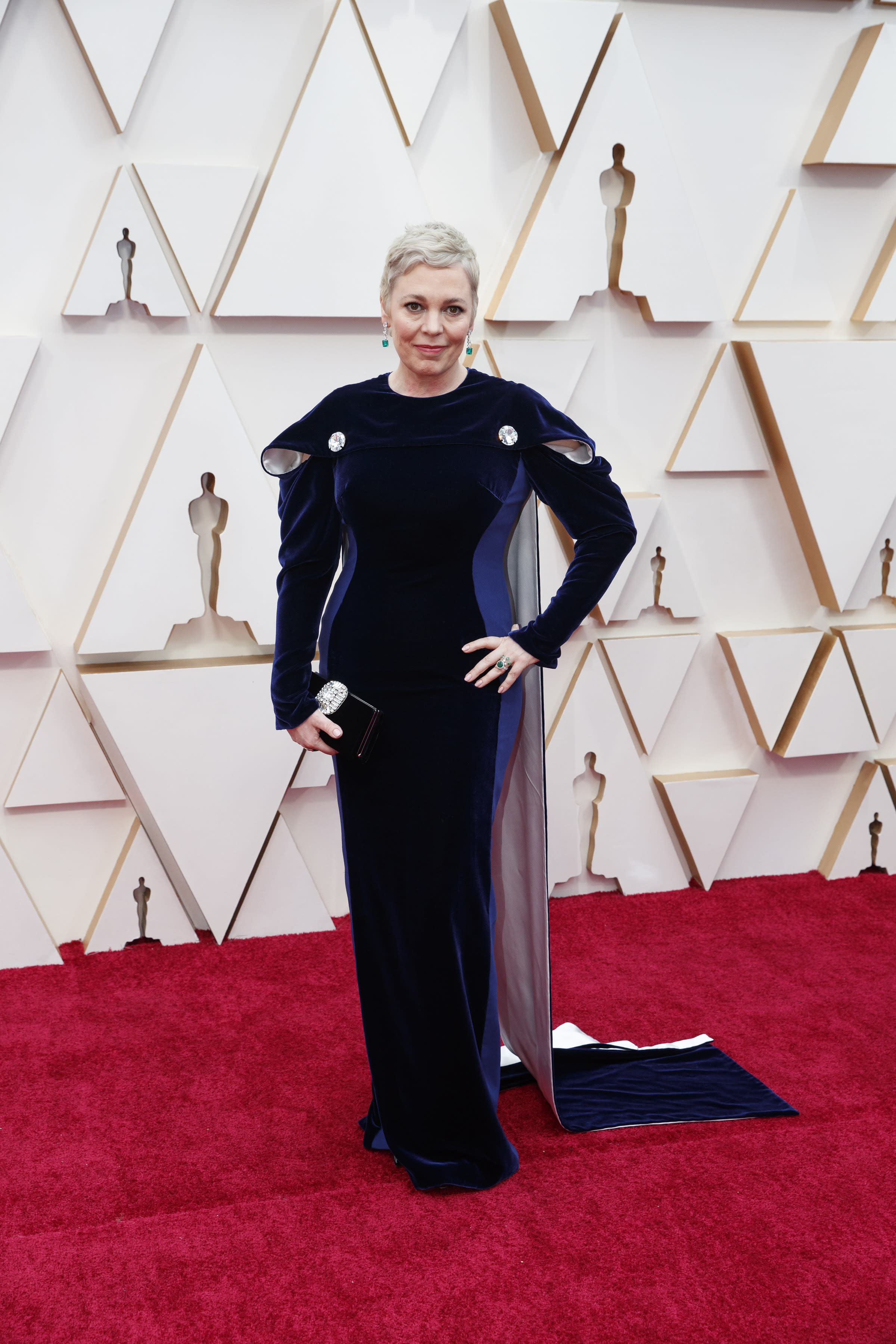 Olivia Colman sports new-look platinum blonde pixie crop at Oscars