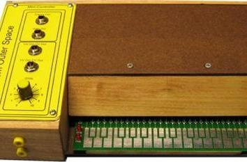 Build your own Stylophone, be slightly more like David Bowie