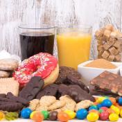 你以為「黑糖、蜂蜜」比糖健康嗎?想要皮膚變好、不再失眠...外科醫師破除「戒糖」2大迷思