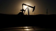 Oil falls after record U.S. shale output forecast
