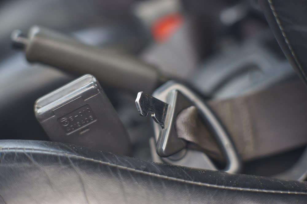 Corolla-08 兩段式的美規安全帶設計之二:腰部