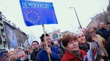 """Coronavirus en Hungría   """"La primera democracia europea que cae a causa del coronavirus"""": cómo la crisis del covid-19 ha puesto en juego el sistema democrático húngaro"""