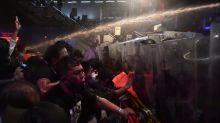 Polizei in Thailand setzt Wasserwerfer gegen hunderte Demonstranten ein