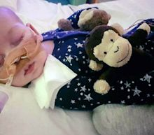 Charlie Gard doctors remain 'unconvinced' after flying visit by US neurosurgeon who said he could treat him