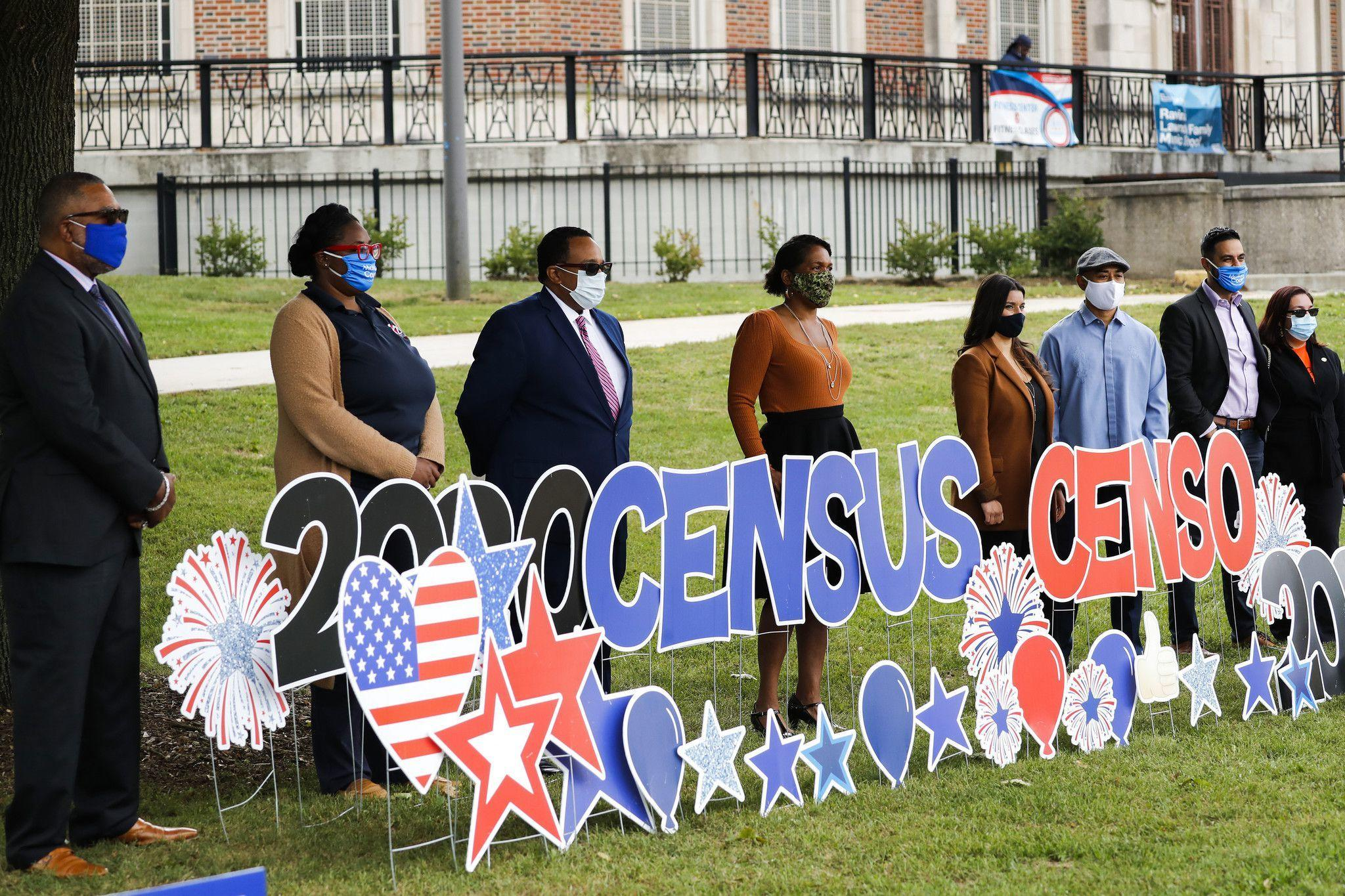 As shifting deadlines create confusion over census count, Chicago officials make last-minute plea in communities of color
