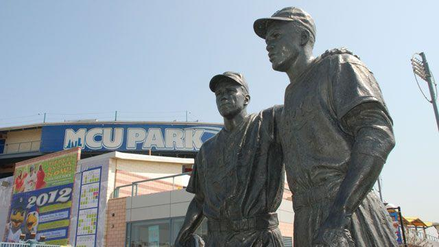 Jackie Robinson statue defaced