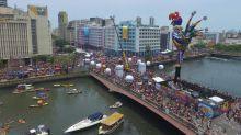 Un gigantesco y colorido gallo enciende a ritmo de frevo el Carnaval de Recife