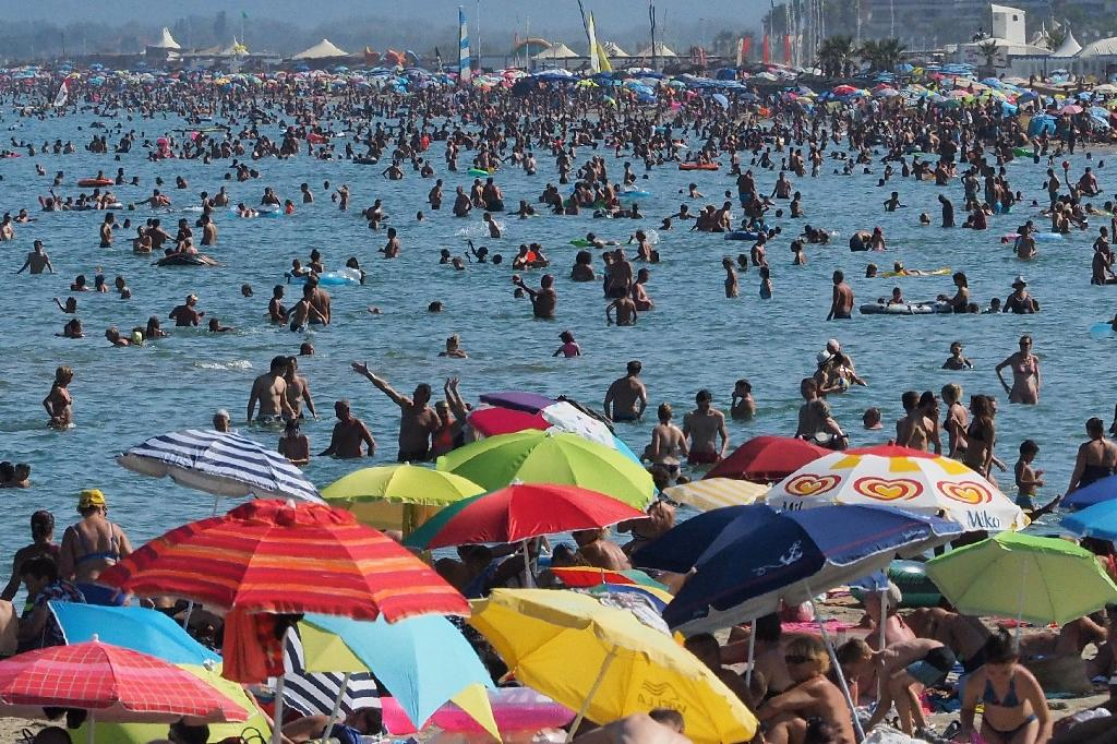 Planet marks new highs for heat, pollutants, sea level in 2016: report
