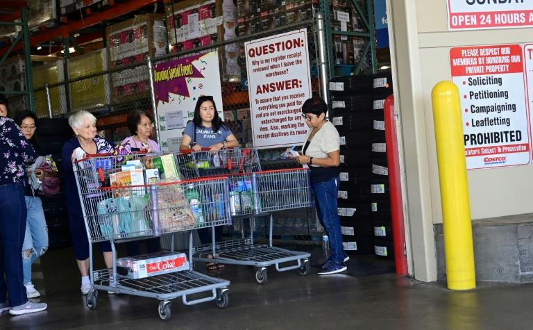 US consumer confidence dips slightly in August