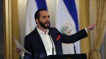 Ordenan entregar datos de la experiencia y estudios del presidente de El Salvador