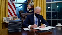 Biden cumple y da su primer giro de timón en Covid, crisis climática e inmigración