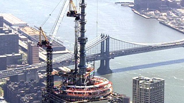 Time Lapse: One World Trade Center's spire placed on roof