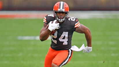 Browns secure star RB Chubb to extension