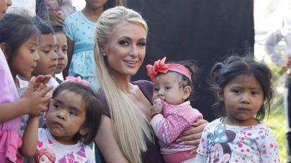 En Xochimilco, Paris Hilton verifica reconstrucción