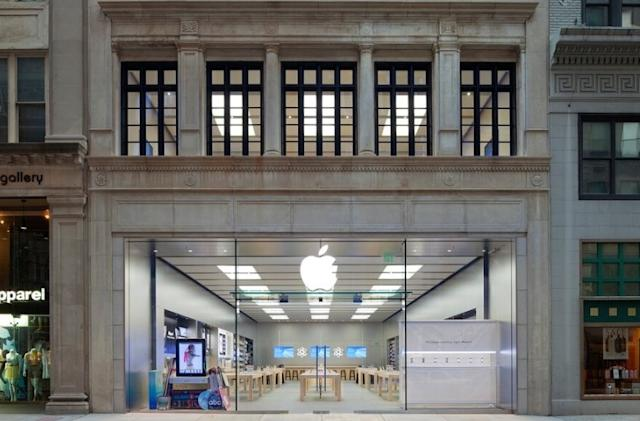 Apple reopens all 270 of its US stores, for now