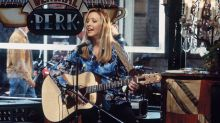 Lisa Kudrow had to turn to Google to play 'Smelly Cat' again for 'Friends' reunion