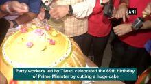 Manoj Tiwari celebrates PM Modi's birthday at India Gate