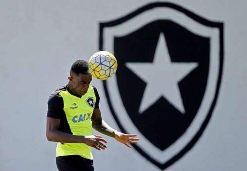 Marcelo vai depor antes de viagem para Colômbia; Botafogo monitora