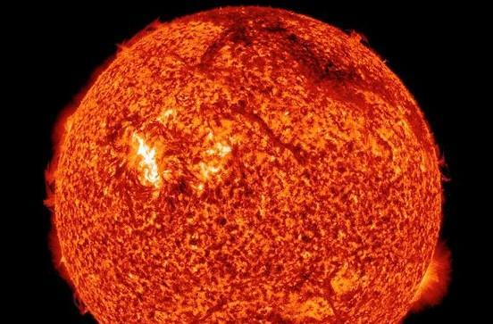 Violent sun throws fit, massive blast of plasma to hit Earth tomorrow