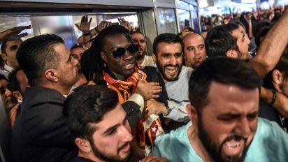 Gomis signs for Galatasaray from Swansea