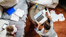 Quarentena: Mães com filhos pequenos reduzem jornada de trabalho mais do que pais