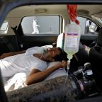 India sets record for new COVID cases; oxygen running out