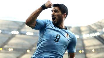 Suarez helps Uruguay reach the Round of 16