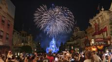 Theme parks struggle to bring in Summer crowds