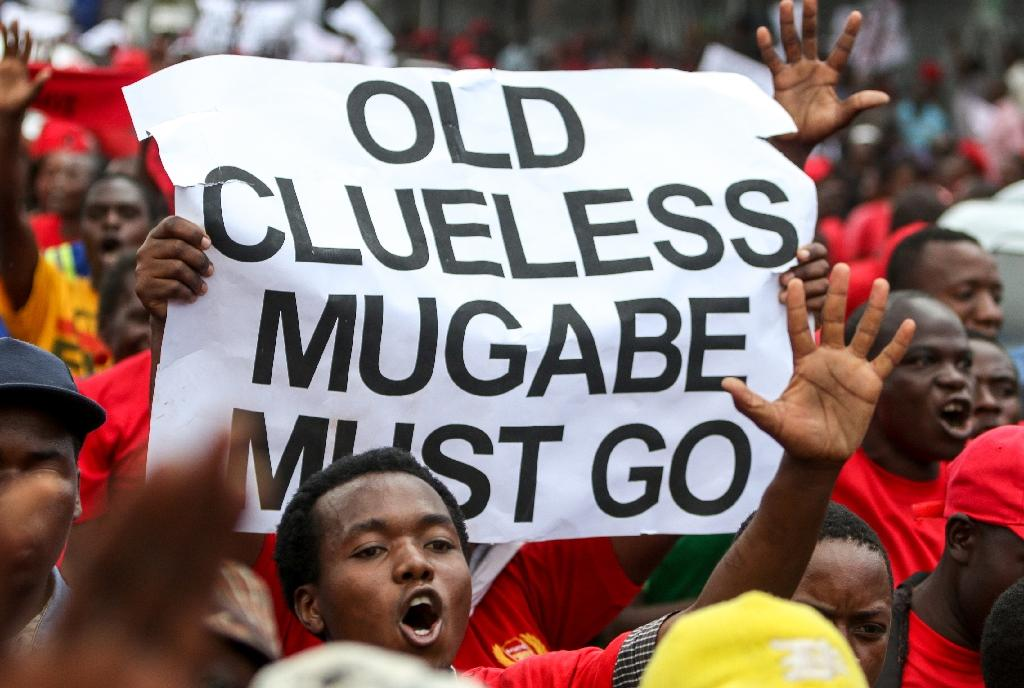 Supporters of Zimbabwe's opposition Movement for Democratic Change (MDC) party protest against President Mugabe in Harare on April 14, 2016 (AFP Photo/Jekesai Njkizana)