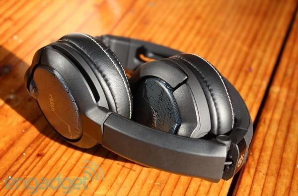 SteelSeries Flux and Flux In-Ear Pro headsets ears-on (video)
