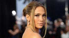 Jennifer Lopez affiche une nouvelle coupe au carré vintage... Et crée le buzz