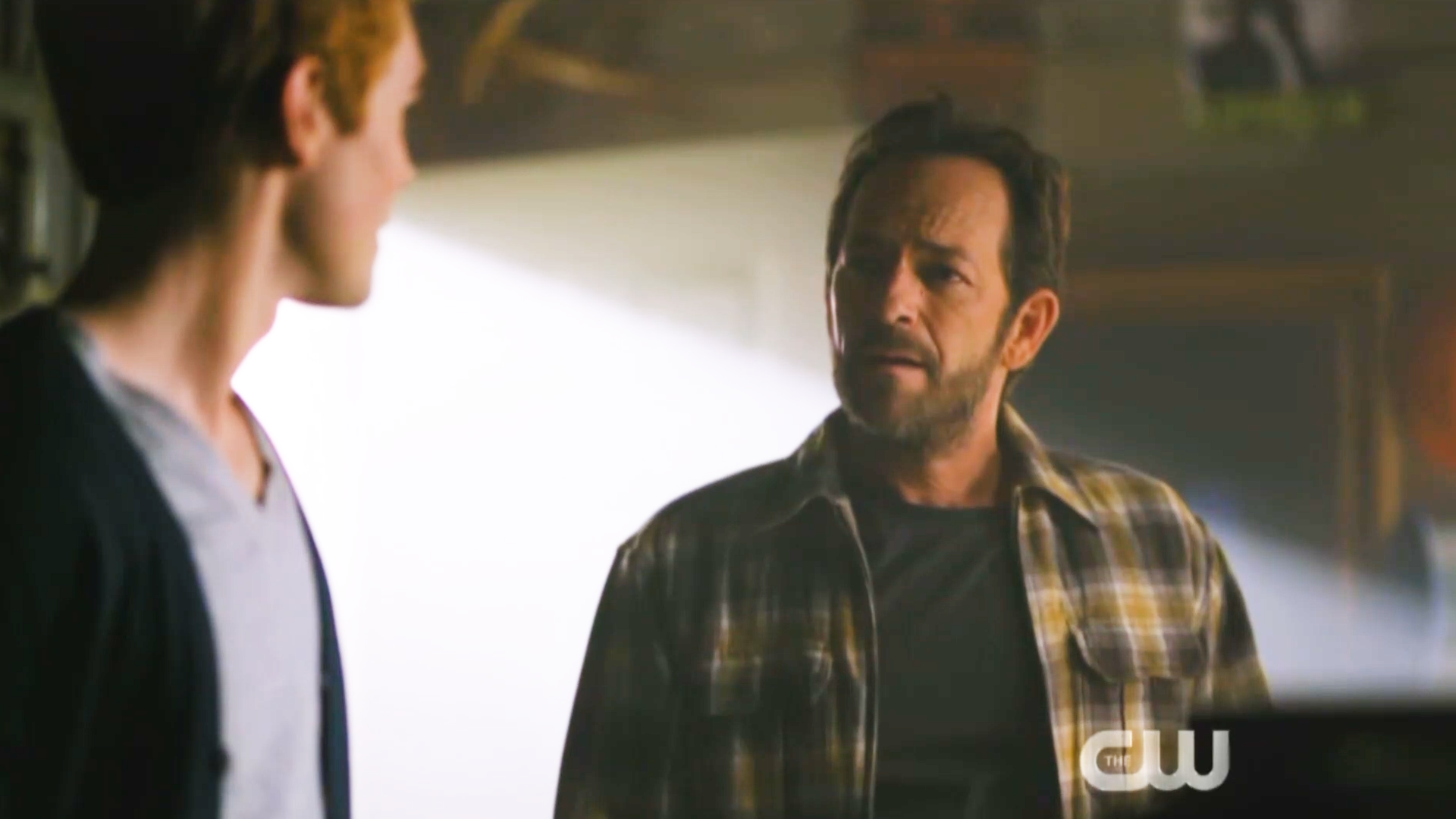Luke Perry honored in touching 'Riverdale' tribute featuring Shannen Doherty