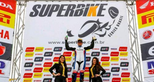 Suzane Carvalho retorna ao motociclismo com vitória