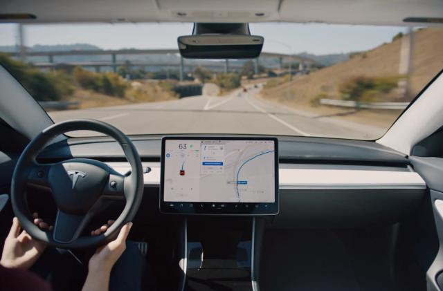 Tesla's 'Navigate on Autopilot' goes live in North America tonight