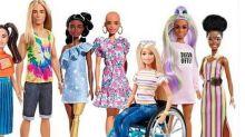 Mattel e inclusività: arriva la Barbie calva, con vitiligine e protesi