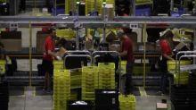 """Dentro la sede Amazon Italia: """"Solo 10% lavoratori ha scioperato"""""""