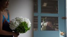 Mei Colette & Vivienne :有一個晚上我倆說笑很想有一天能成為花藝師,然後說著說著就成為了一門生意。