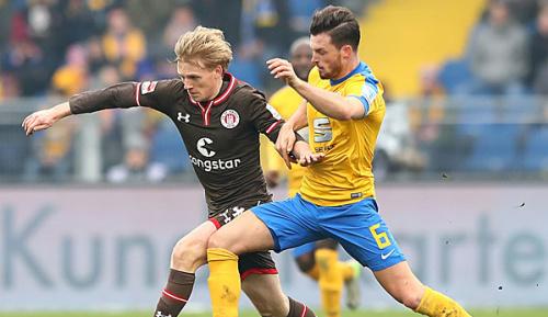 2. Bundesliga: Braunschweigs Biada von eigenen Fans verletzt