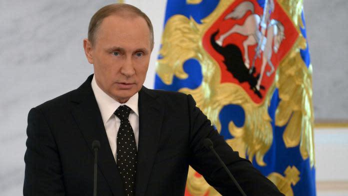 """Avion russe abattu par la Turquie : ils """"vont regretter ce qu'ils ont fait"""", lance Poutine"""