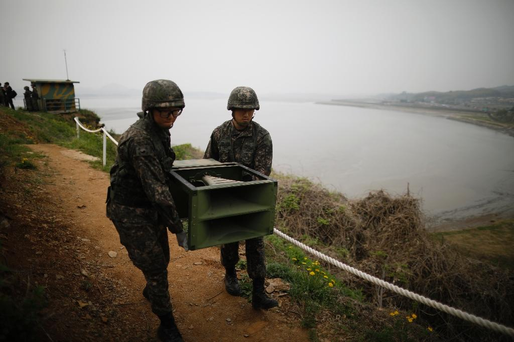 South Korean soldiers remove loudspeakers that were used to blare K-pop and news towards the North's troops (AFP Photo/KIM HONG-JI)
