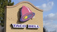 Woman treating 20 homeless people to Taco Bell dinner says restaurant kicked them out