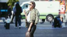 No melhor estilo blogueira, Bruna Marquezine ostenta minibolsa de R$ 7 mil