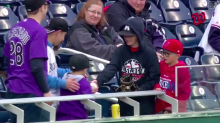 Young MLB fans find perfect alternative to throwing a home run ball back