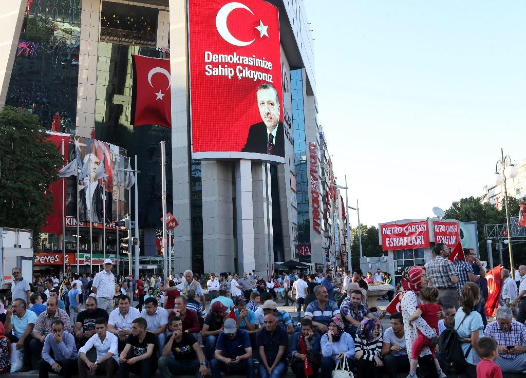 Pro-Erdogan supporters gather during a rally against the military coup at Kizilay Square in Ankara, on July 25, 2016 (AFP Photo/Adem Altan)