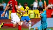 Feinte de corps, petit pont et plat du pied : le but génial de Neymar