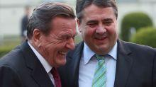 """Schröder-Doku bei ARTE: """"Ich habe mit ihm Fußball geguckt, während er bügeln musste"""""""