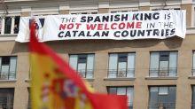 """""""El Rey no es bienvenido en los países catalanes"""": la pancarta que encontró Felipe en Barcelona a un año del atentado"""