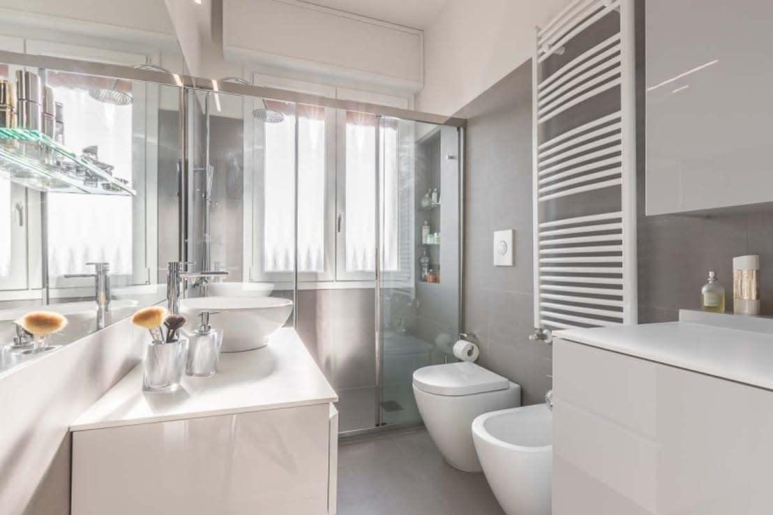 U003cpu003eWer Ein Kleines Badezimmer Platzsparend Einrichten Möchte, Sollte Seine  Dusche Mit Schiebetüren